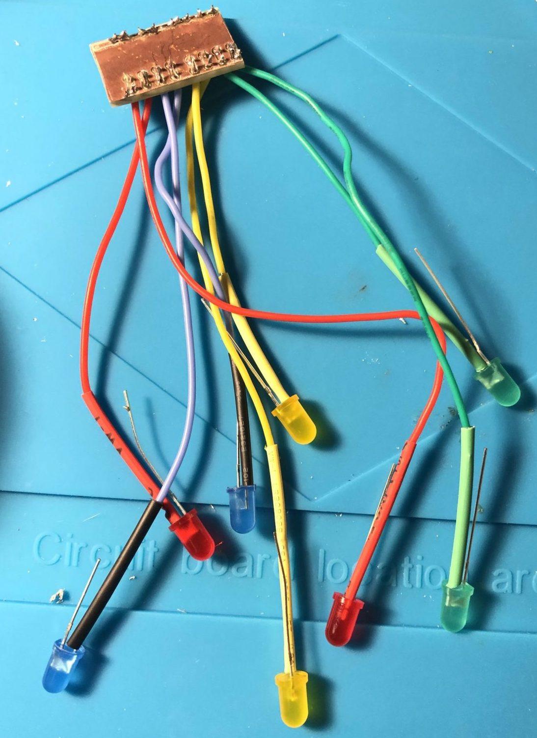 Panneau #1 avec les résistances et les LEDs
